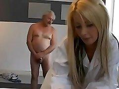 Дед с медсестрой порно